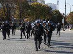 Kembali Beraksi, Puluhan Demonstran Rompi Kuning Ditangkap di Paris