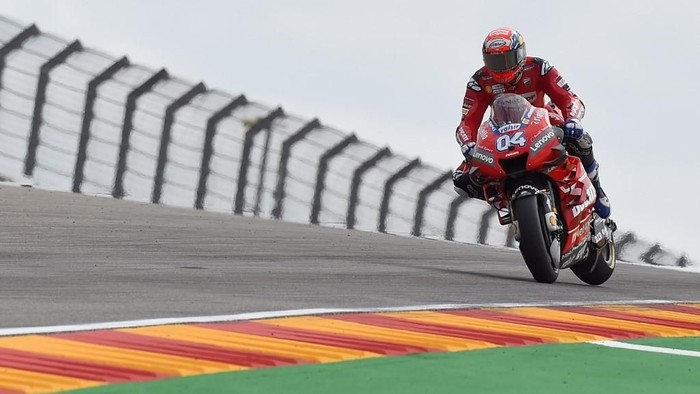 Mission Winnow Ducatis Italian rider Andrea Dovizioso rides during the second MotoGP free practice session of the Moto Grand Prix of Aragon at the Motorland circuit in Alcaniz on September 20, 2019. (Photo by JOSE JORDAN / AFP)