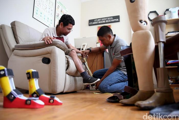 Ichwan kehilangan kakinya karena kecelakaan. Ia juga sempat koma karena kecelakaan tersebut. (FOTO: Rachman Haryanto/detikcom)