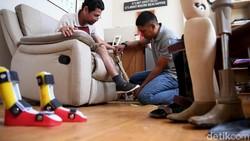 Chairul Ichwan, penyandang disabilitas, memberikan pelajaran sangat berharga. Keterbatasan fisik bukan alasan untuk berpangku tangan dan menanti belas kasihan.
