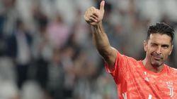 Buffon Bahagia Dapat Jersey Anaknya Paolo Maldini