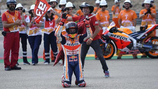 Unggul Jauh, Marquez Tahan Laju Motor di MotoGP Aragon