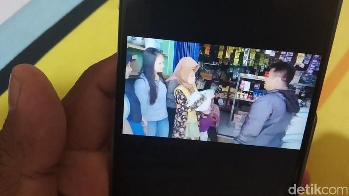 Video protes warga Sumedang karena bantuan beras BPNT berkurang. (Foto: Wisma Putra/detikcom)