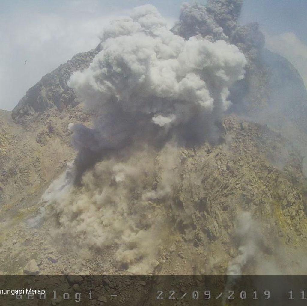 Gunung Merapi Semburkan Awan Panas Setinggi 800 Meter