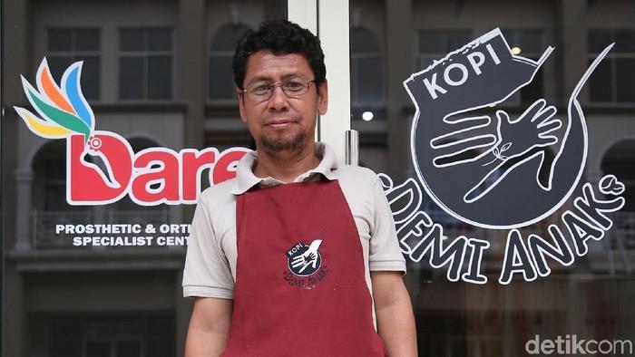 Ichwan ingin tetap produktif meski kehilangan satu kaki (Foto: Rachman Haryanto/detikHealth)