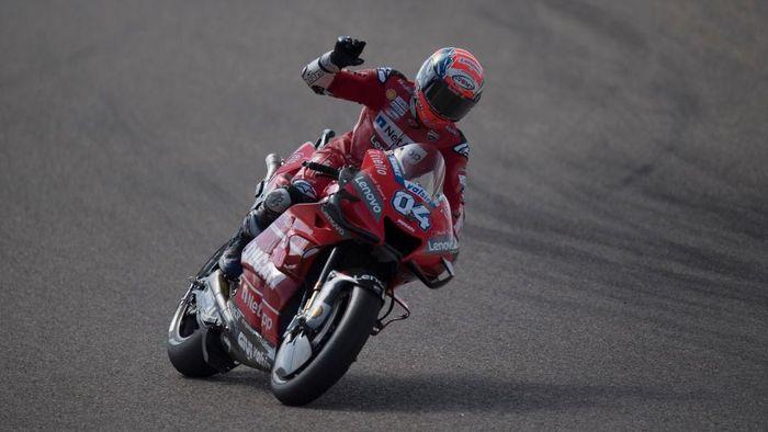 Start dari posisi ke-10, Andrea Dovizioso mampu finis di urutan kedua pada MotoGP Aragaon (Foto: Mirco Lazzari gp/Getty Images)