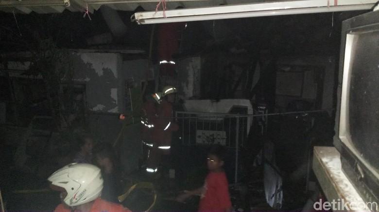 Kebakaran Permukiman Padat di Kedoya Padam, 50 Rumah Hangus