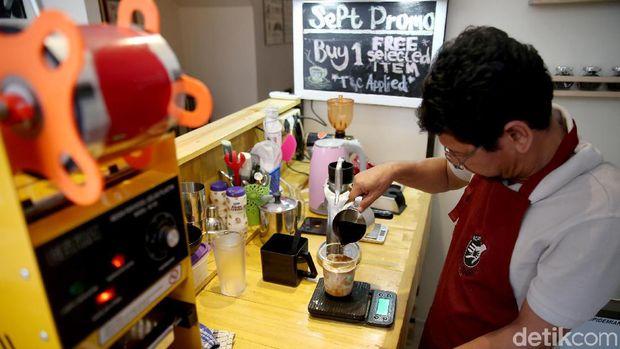 Karena mempekerjakan penyandang disabilitas, kedai kopi ini sempat dicibir cari sensasi.