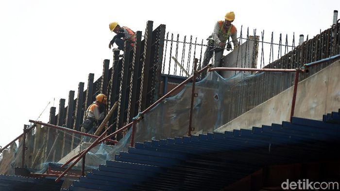 Pembangunan Tol Becakayu/Foto: Rengga Sancaya