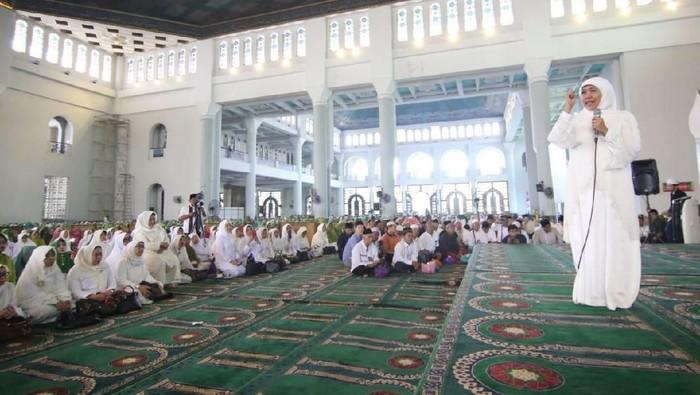 Gubernur Khofifah di Haul Pendiri Muslimat NU/Foto: Amir Baihaqi