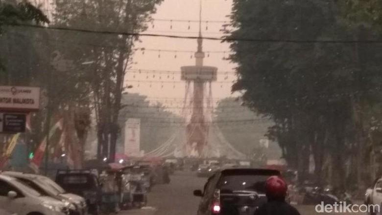Kabut Asap, dari Minggu Pagi-Sore Warga Kota Jambi Tak Lihat Matahari