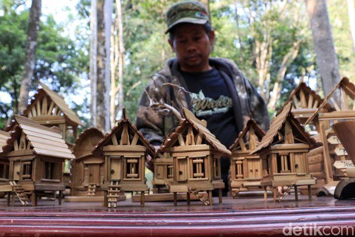 Pameran kerajinan bambu ini digelar untuk memeriahkan World Bamboo Day atau Hari Bambu Sedunia yang jatuh pada 18 September.