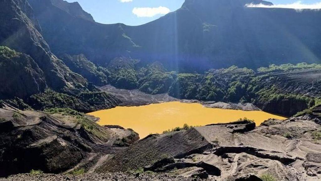 Kawah Emas Gunung Kelud