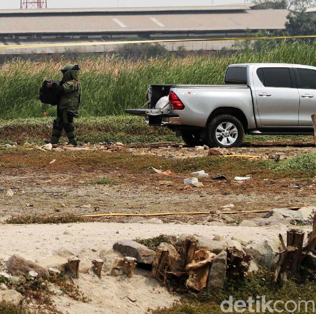Detik-detik Jibom Disposal Bahan Peledak Terduga Teroris