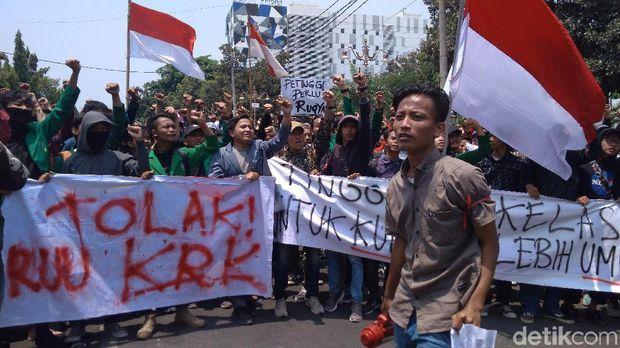 Ribuan Mahasiwa Ciayumakuning Demo Tolak UU KPK Baru dan RKUHP