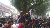 Massa Petani Demo di Gedung DPRD Sumut, Tolak Pengesahan RUU Pertanahan