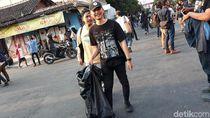 Bubarkan Diri, Peserta Aksi Gejayan Memanggil Punguti Sampah