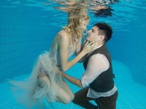Tragis, Pria Tewas Tenggelam saat Melamar Kekasih di Dalam Laut