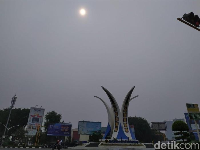 Asap masih menyelimuti Banda Aceh. (Agus Setyadi/detikcom)