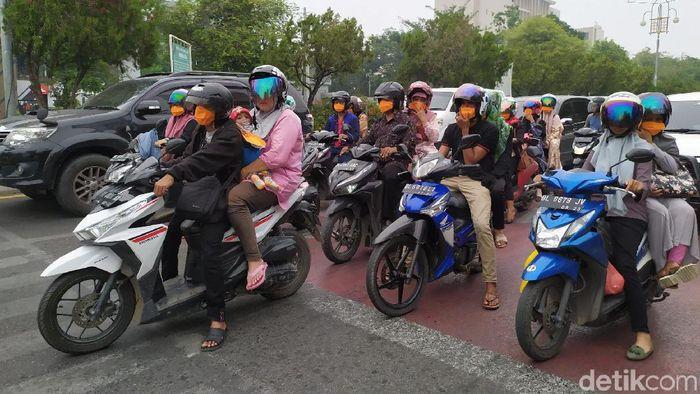 BPB Aceh membagikan 5.000 masker ke pengguna jalan di Banda Aceh