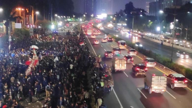 Sempat Tertutup Mahasiswa Demo, Jalan Tol Depan DPR Kembali Normal