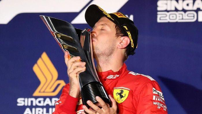Sebastian Vettel memenangi GP Singapura sekaligus menuntaskan puasa kemenangan (REUTERS/Feline Lim)