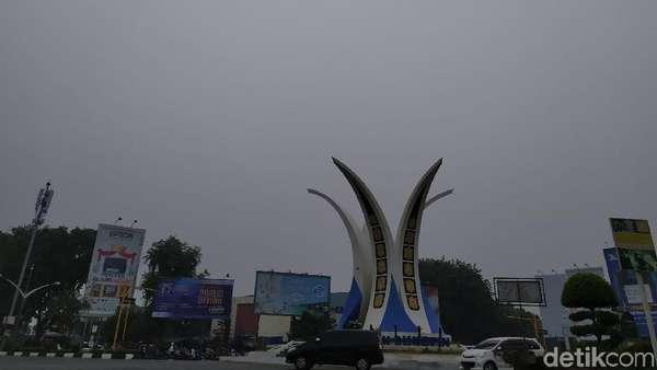 Banda Aceh Diselimuti Kabut Asap, 5.000 Masker Dibagikan ke Warga