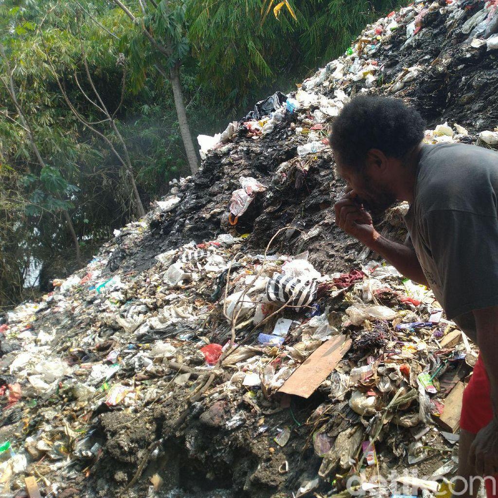 Curhat Pilu Warga Asal Papua yang Tinggal Dekat Gunung Sampah di Cilebut Bogor