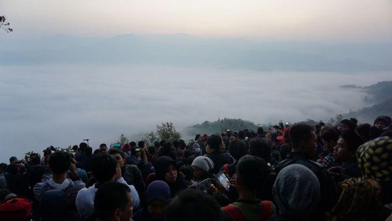 Gunung Luhur mendadak viral karena punya panorama Negeri di Atas Awan. Gunung Luhur masuk dalam kawasan Taman Nasional Gunung Halimun Salak di Citorek Kidul, Kecamatan Cibeber, Lebak (istimewa/Rizki Ramadan)