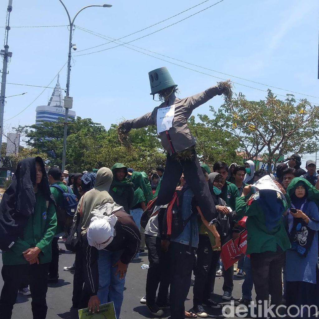 Mahasiswa UMI Makassar Turun ke Jalan Tolak Revisi UU KPK