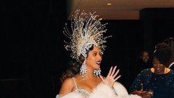 Surprise! Beyonce dan Syahrini Kembaran Pakai Aksesori Rinaldy Yunardi