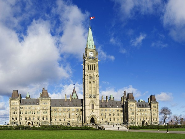Kembaran dari bangunan ikonik ini ada di Kanada dengan nama Peace Tower. Peace Tower adalah bangunan dengan desain mirip Big Ben yang dibangun pada tahun 1920. (iStock)