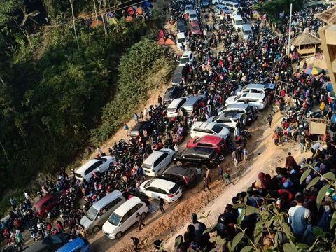 Kemacetan yang terjadi di Gunung Luhur pada akhir pekan lalu