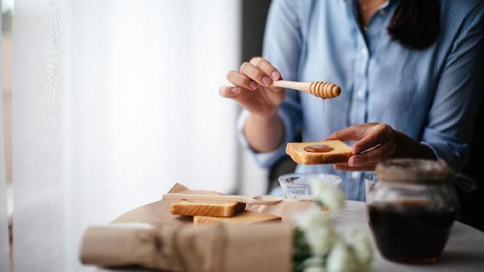 Jantung berdebar usai sarapan bisa disebabkan karena makanan. (Foto: iStock)