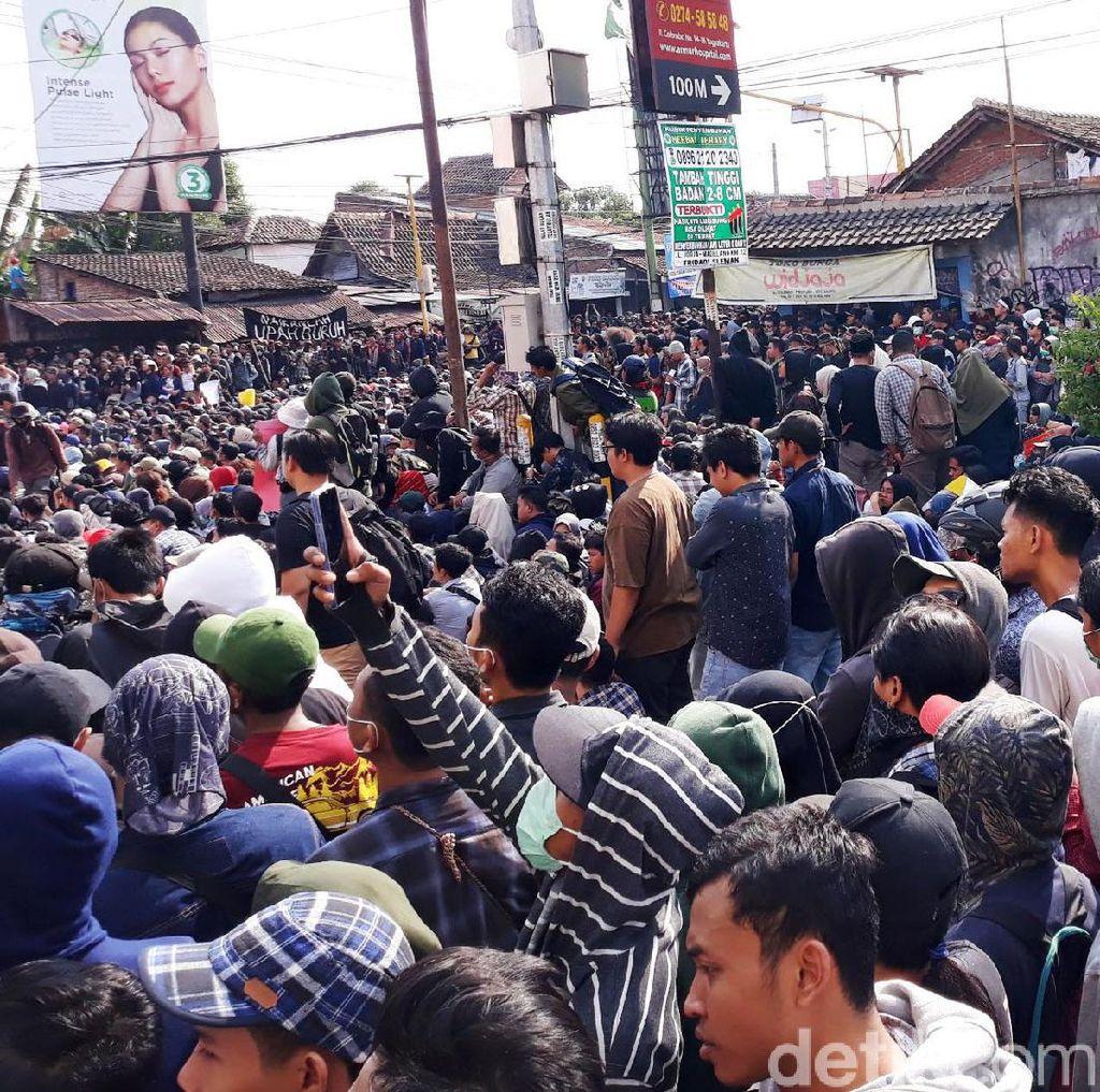 Massa Aksi Gejayan Memanggil Tumplek di Pertigaan Colombo