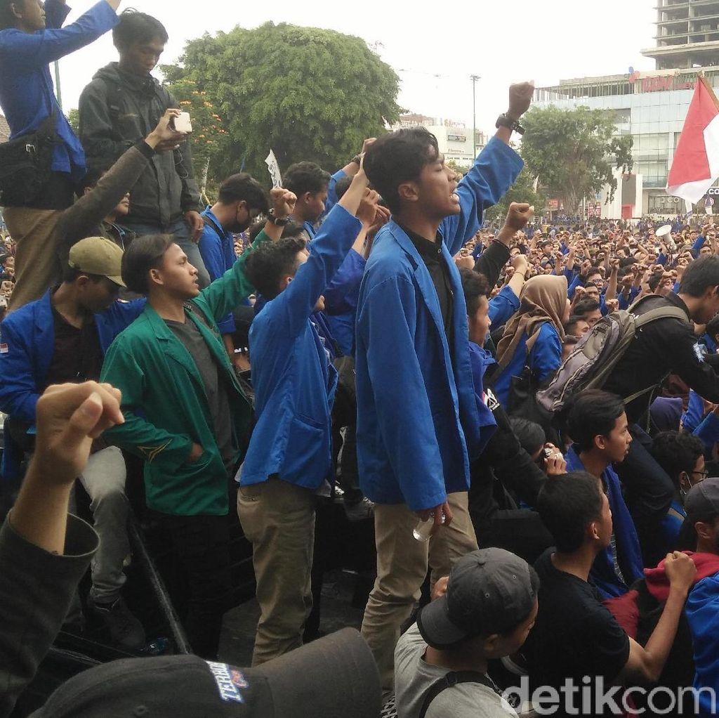 Massa Mahasiswa Turun ke Jalan Geruduk DPRD Banyumas