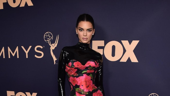 Kendall Jenner di red carpet Emmy Awards 2019. Foto: Getty Images