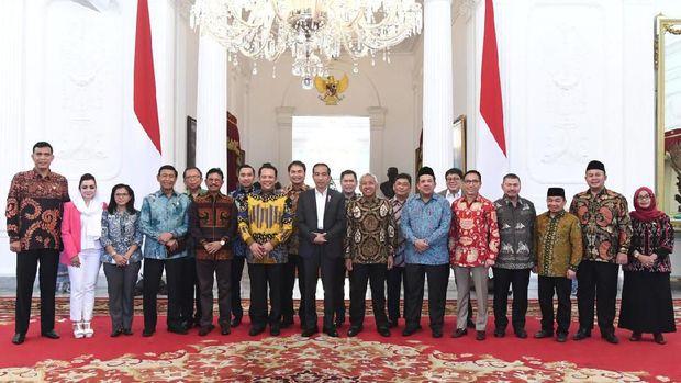 Momen Jokowi-Fahri Hamzah Berbincang Hangat Saat Jumpa di Istana