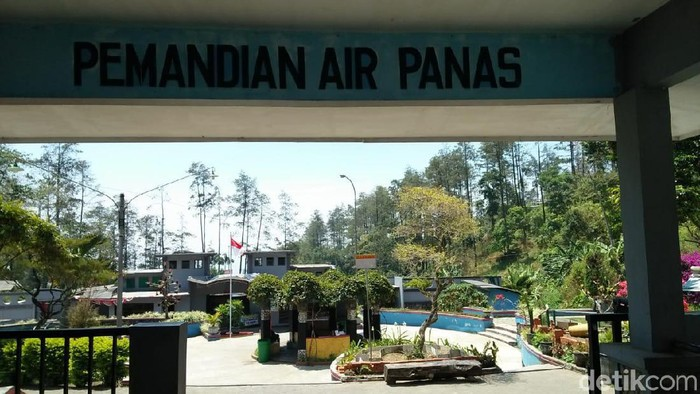 Wisata Pemandian Air Panas Padusan/Foto: Enggran Eko Budianto