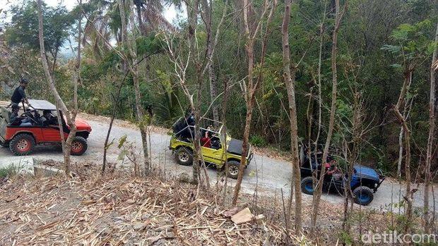 Uji Adrenalin Naik Jeep Menaklukkan Perbukitan Menoreh