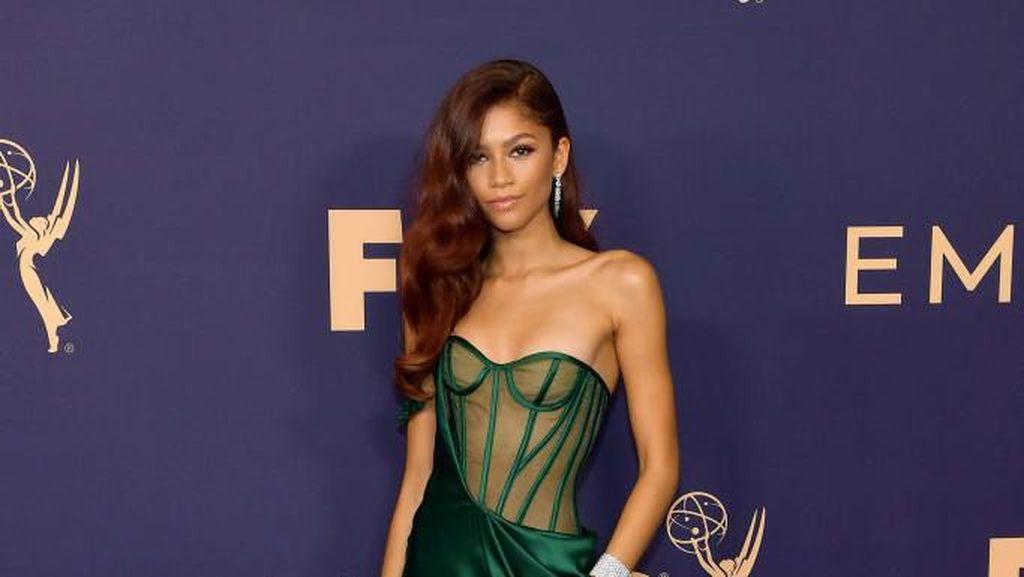 Kim Kardashian Hingga Zendaya Hadiri Emmy Awards, Intip Gaya Seksinya