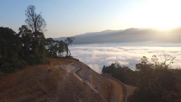 Fenomena Negeri Di Atas Awan Gunung Luhur Bagian 1