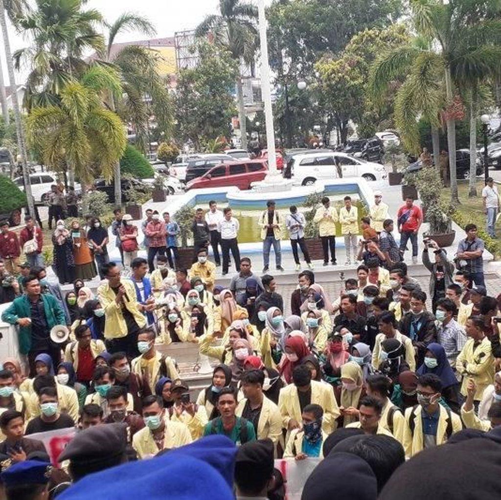 Mahasiswa di Padang Demo Tolak RKUHP, Salah Satunya soal Perkosa Istri