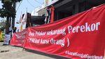 Bawa Spanduk Mulan Pelakor-Perekor, Massa Geruduk DPC Gerindra Garut
