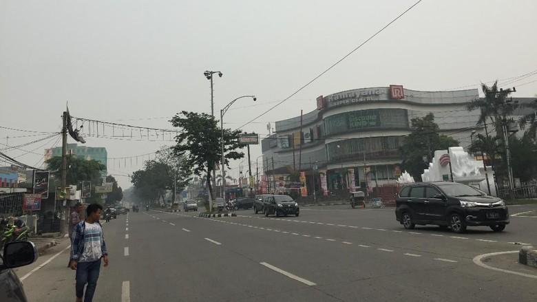 Kabut Asap Masih Tebal, Matahari Tak Terlihat di Medan
