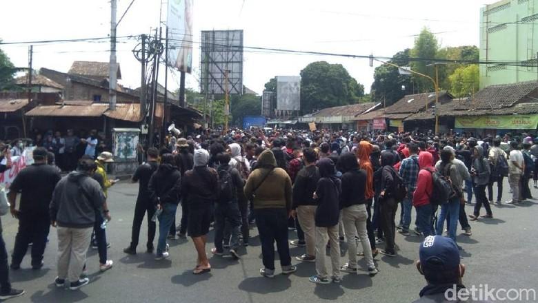 Massa Aksi Gejayan Memanggil Mulai Berkumpul di Pertigaan Colombo