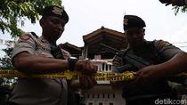 Rumah Terduga Teroris di Jakut Digaris Polisi