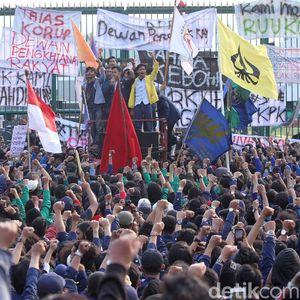 Ramai Demo Tolak RUU KUHP dan Revisi UU KPK, Bakal Ganggu Investasi?