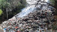 Miris! Ada Gunung Sampah 16 Meter di Tepi Sungai Ciliwung Cilebut Bogor