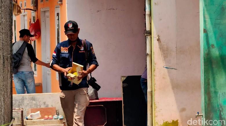 Jadi Tontonan Emak-emak, Ini TKP Penangkapan Terduga Teroris di Bekasi